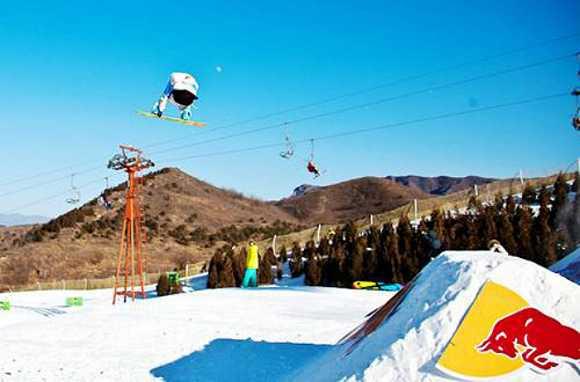 石家庄西部长青滑雪场属于低山丘陵区