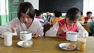给农村学生的4元餐补合理吗? 中国发展研究基金会:2/3校餐还需更营养