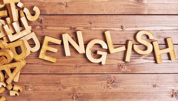 13岁的美国英语老师和他的跨国学习小组