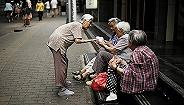 多省份尚未公布养老金调整方案 人民日报:拖得实在太久了