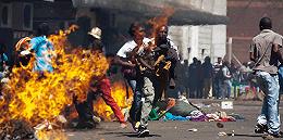 """对""""阿拉伯之春""""说不 92岁津巴布韦总统强势镇压抗议潮"""