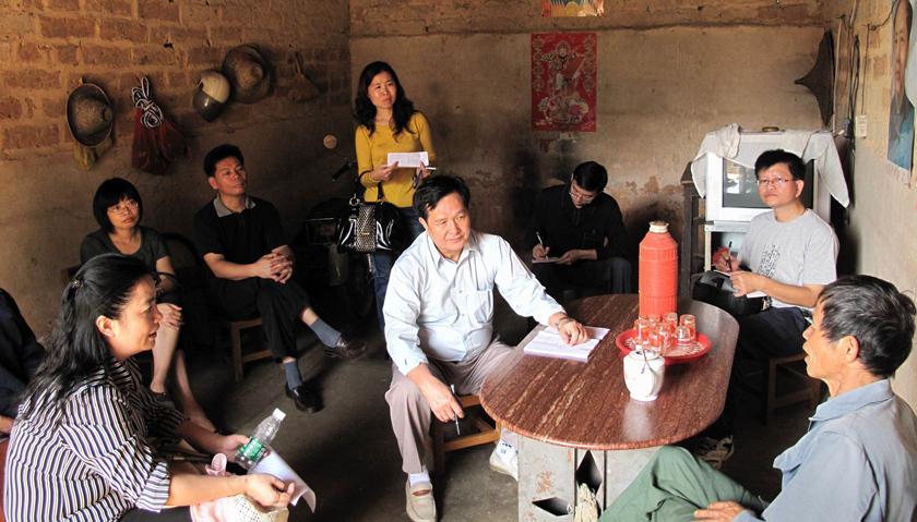中办国办发文:贫困县党政正职不摘帽不调离