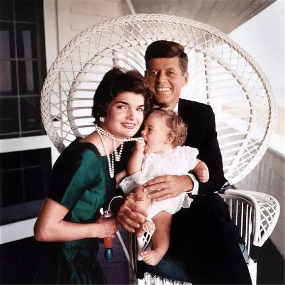 都说杰奎琳肯尼迪是 最时髦第一夫人 来回顾下她的经典造型