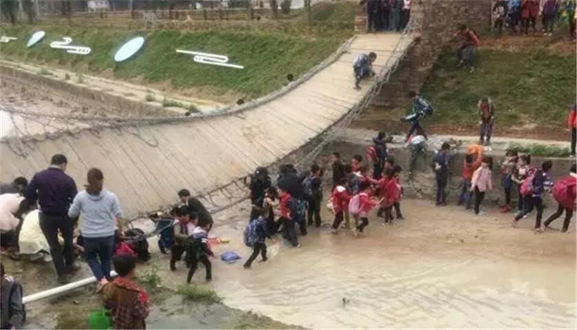 永春福建一铁索桥突然断裂15名小学生瞬间翻小学白节图片