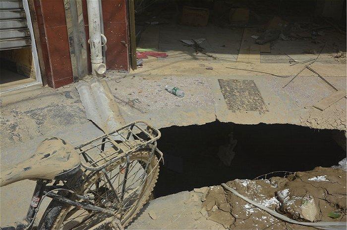 宁乡洪灾之后 村民家中堆满泥沙 县城市场一片狼藉