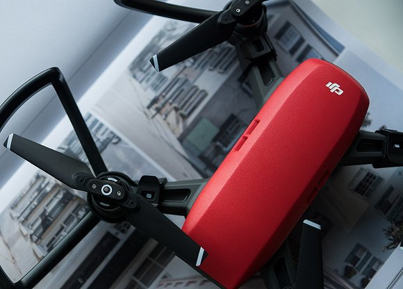 支持手势操控的大疆 Spark 无人机)-丰田发布新型机器人,穿上衣服