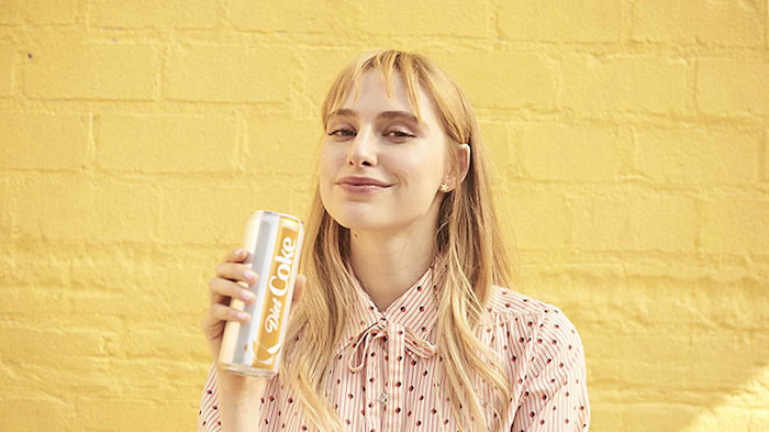 去年可口可樂公司設法賣掉了更多碳酸飲料