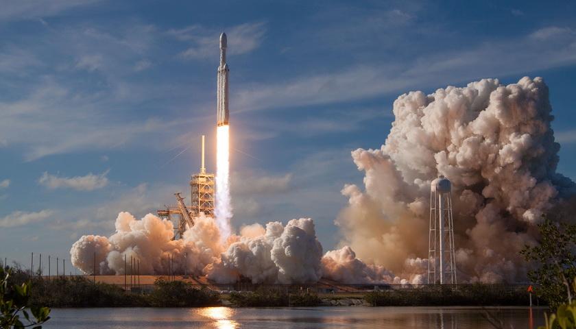 【天下頭條】特朗普將正式提議學校員工配槍 馬斯克:明年進行首次火星飛船短途飛行