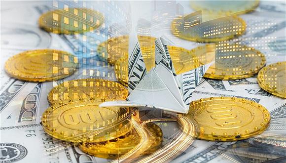 作者:安毅 券商中国记者注意到,今年已经有多家金融租赁公司的申设事宜被提上日程,已经沉寂了一段时间的金融公司申设浪潮再次涌起。 除牌照依旧备受青睐外,增资也是金融租赁行业今年一季度的关键词。一季度,有6家公司完成增资,合计增加注册资本103.68亿元;此外徽银金融租赁增资至30亿元已获安徽银监局批准;交银航空航运金融租赁、工银租赁均推出70亿元大规模增资,其中后者由未分配利润转增。 而随着上市金融机构年报陆续披露,一些金融租赁公司去年的经营业绩也可以在母公司年报中看到。数据显示,大部分金融租赁公司依旧维持