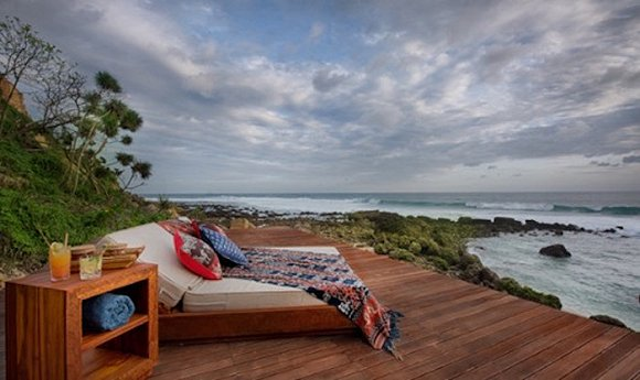 lelewatu resort sumba酒店坐落在悬崖边,可俯瞰一个私人环礁湖及印度