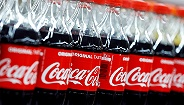 """关于可口可乐的本相:从""""护城河崩塌""""到股价汗青新高后又激烈动摇,产生的是甚么"""