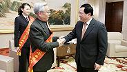 他们是上海城市安然豪杰!李强逐一握手请安,点赞进修榜样