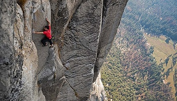 """奥斯卡最佳纪录片《徒手攀岩》主角亚历克斯:""""我跟其他人一样,也会感觉到害怕"""""""