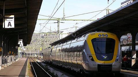 """瑞典火车站将聘用一名""""无用员工"""",工作仅仅是每日打卡"""