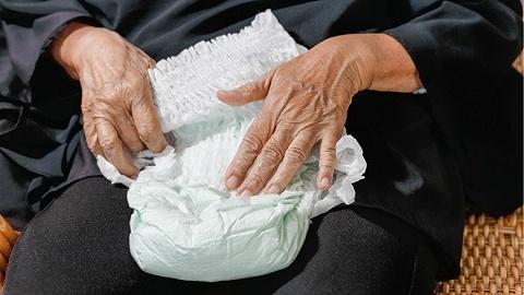 """【3.15特别报道】卫生用品黑幕:纸尿裤""""回炉再造"""""""