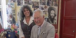 古巴引导人会见英国王储查尔斯,哈瓦那理发师说:老王子挺接地气