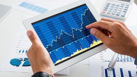 """社融数据远超预期,机构呼吁""""握紧筹码""""!跌了一周的A股要嗨起来了吗?"""