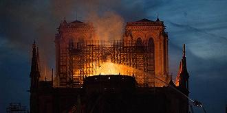 """巴黎圣母院大火:一场社交时代的""""文明冲突"""""""