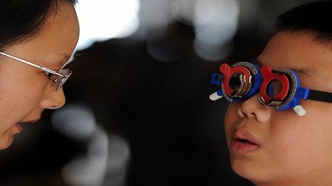 青少年视力矫正市场混乱:矫正眼镜一副利润两千,中药按摩号称能摘镜