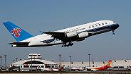 南航一飞机遭冰雹?#30860;?#39118;玻璃破裂,现已安全?#24503;? width=
