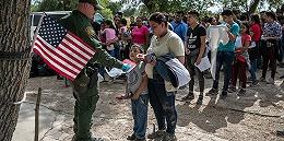 特朗普下令驱逐百万非法移民引?#21482;牛?#20329;洛西提醒移民:别开门