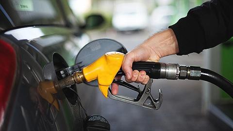 """下周二国内成品油价将迎""""两连跌"""""""