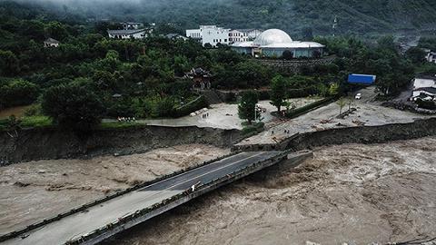 汶川暴雨引发泥石流:7人遇难24人失联