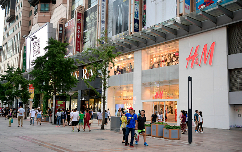 H&M准备在店里开卖其他品牌的产品,它为什么愿意这么做?|界面新闻·时尚