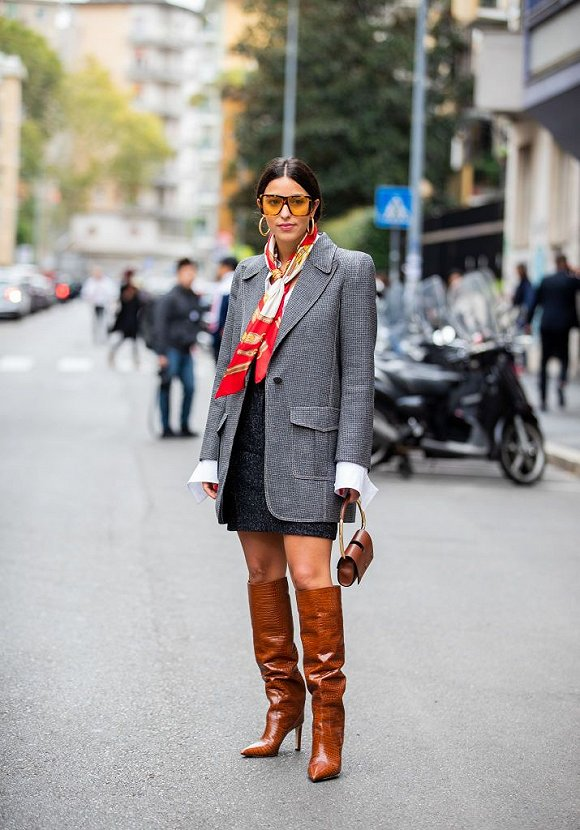 【衣帽间】别怕显腿短,一年中只有这个季节最能穿出齐膝靴的美 界面新闻·时尚