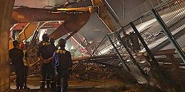 【现场】江苏无锡发生高架桥侧翻事故,出事路段常有超载货车出没