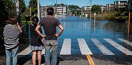 """台风""""海贝思""""致26死有中国人遇难,福岛核电站除污废料袋被冲入河中"""