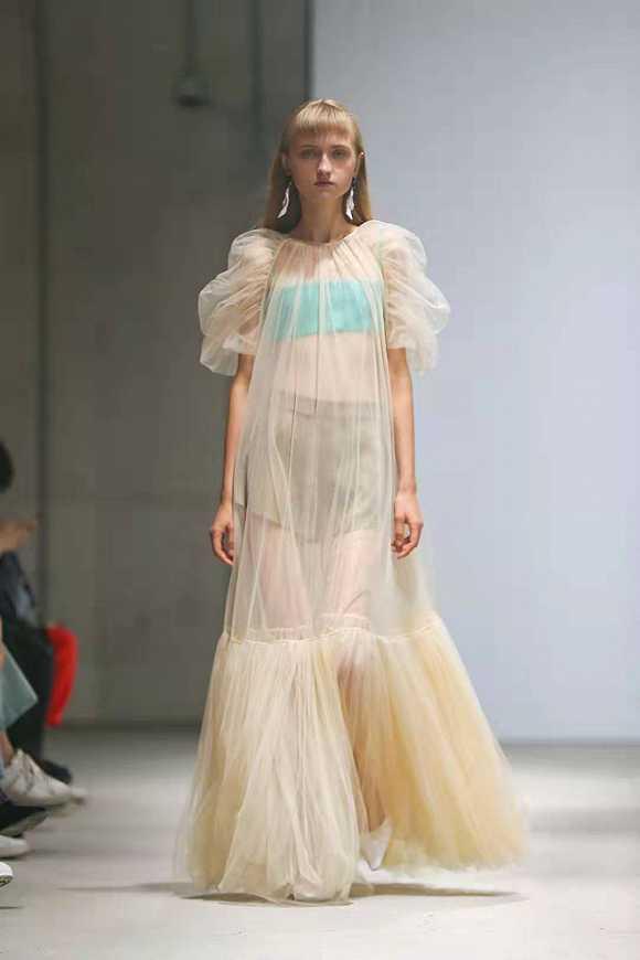 【上海时装周】Labelhood最后一日,为你预定明年春日少女衣橱|界面新闻·时尚