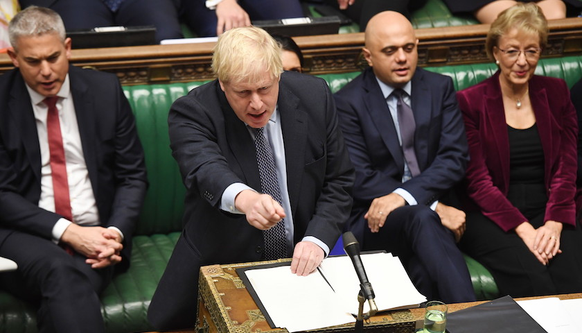 <b>英国议会投票通过修正案,要求首相寻求再度推迟脱欧|界面新闻·天下</b>