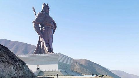 巨型雕像:一幕跨文化的风景奇观