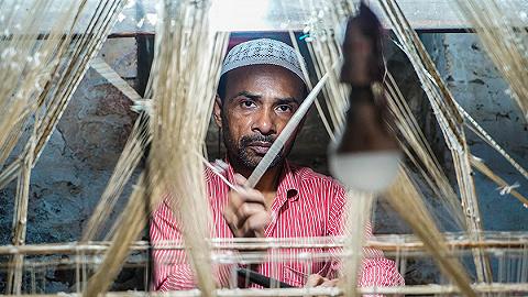 快時尚沖擊下的絲帛紗麗:印度圣城瓦拉納西的最后一代手織工