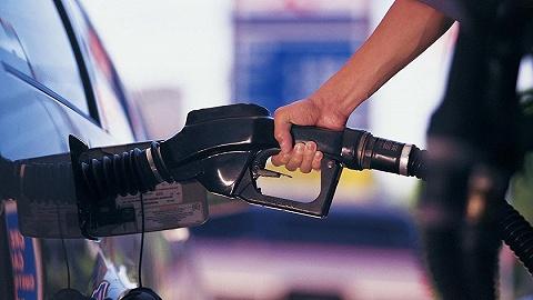 """国内成品油价迎""""三连涨"""",加满一箱92号汽油多花2元"""