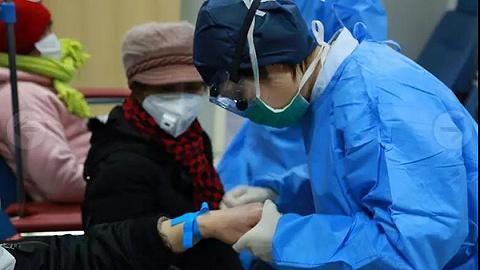 上海醫務工作者堅守一線抗擊新冠肺炎
