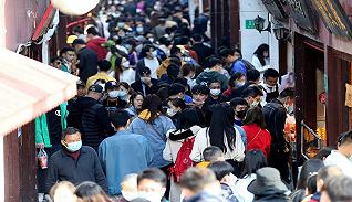 财经数据 | 清明假期出游人次同比减超6成