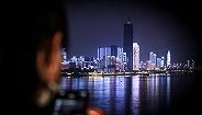 【图集】解封之夜,他们走上长江大桥