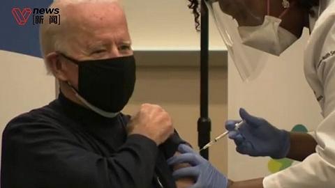 拜登電視直播接種新冠疫苗,與護士碰肘以示感謝