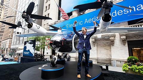 每周奇趣掠影丨空中出租車在紐交所上市;滿月熊貓幼崽拍下今生首張合照