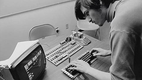 纪念乔布斯,苹果官网发布短片《我们亲爱的Steve》