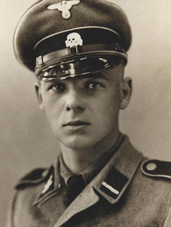 纳粹军官和奥斯维辛犹太女孩的禁忌之恋