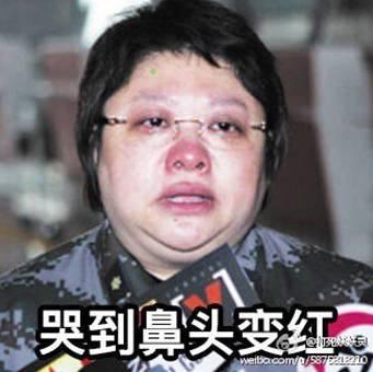 有个a胸罩的人说,看韩红胸罩半夜笑的动态都坤表情包孟子gif表情图片