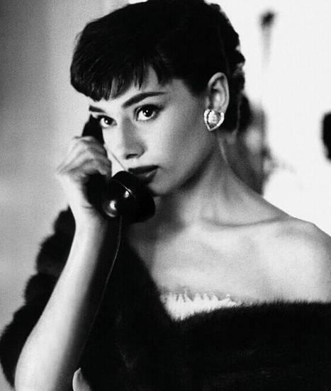 现在看真正美爆奥黛丽赫本那些大片经典电影钉子依然的黑白图片
