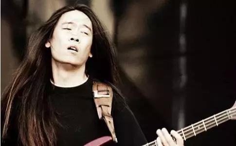 这群中国摇滚明星演出时出现的 高潮脸 ,到底是一种什么病