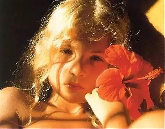 世界上最小的裸体模特,11岁就登上了《花花公子》的封面