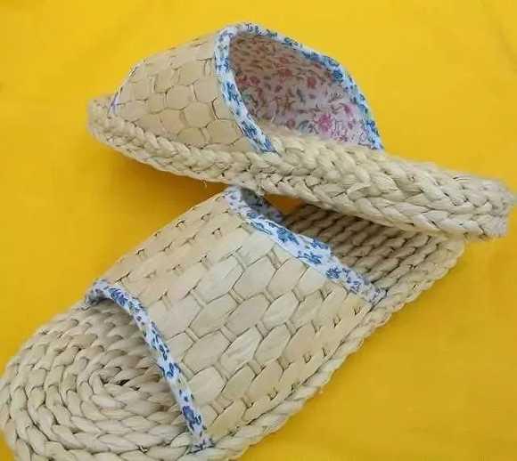 (羌族草编鞋) 羌族草编来源于大自然, 棕榈叶,席草,蓑草,棕,玉米皮