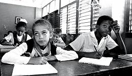 115张黑白照片,记录古巴25年的魅力与传统