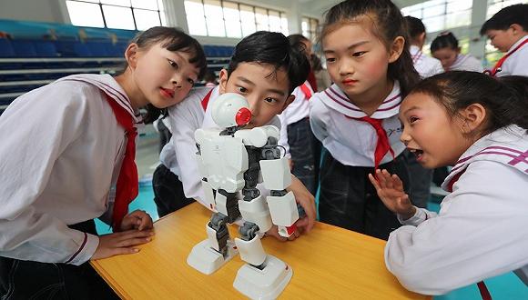 进击的机器人:谁能赢得儿童消费者